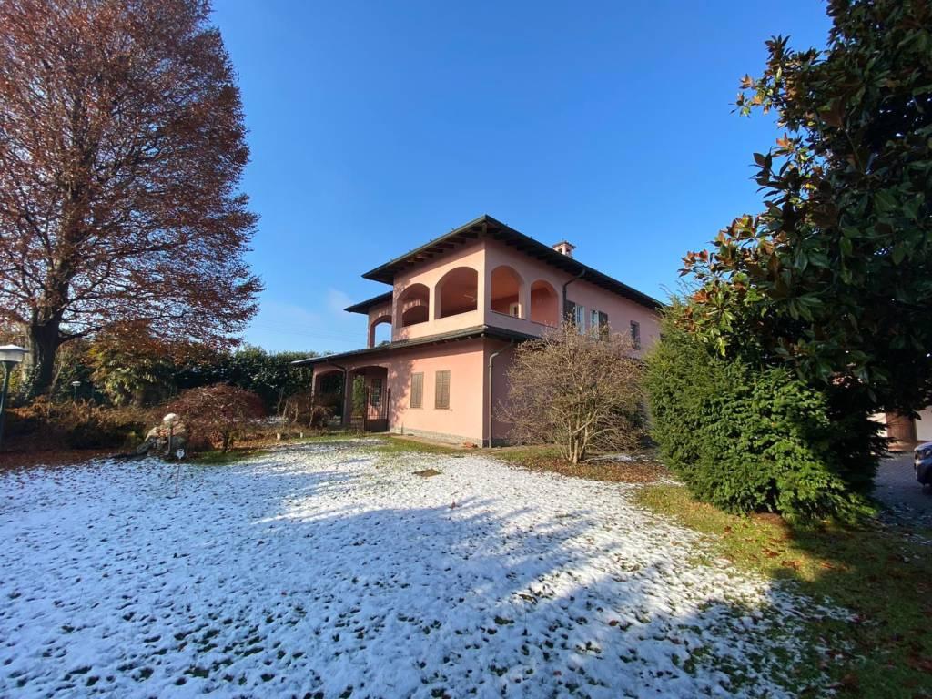 Villa in vendita a Vertemate con Minoprio, 12 locali, prezzo € 398.000   PortaleAgenzieImmobiliari.it