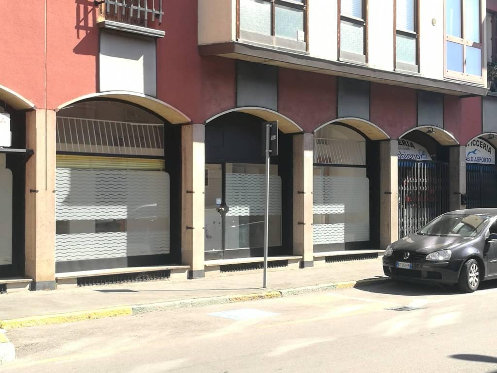 Negozio / Locale a Legnano in Vendita