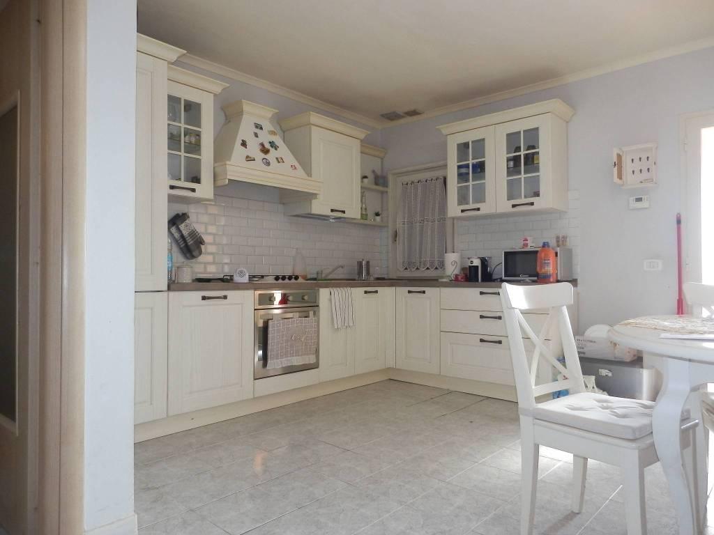 Appartamento in Vendita a Santa Maria A Monte Periferia: 4 locali, 97 mq