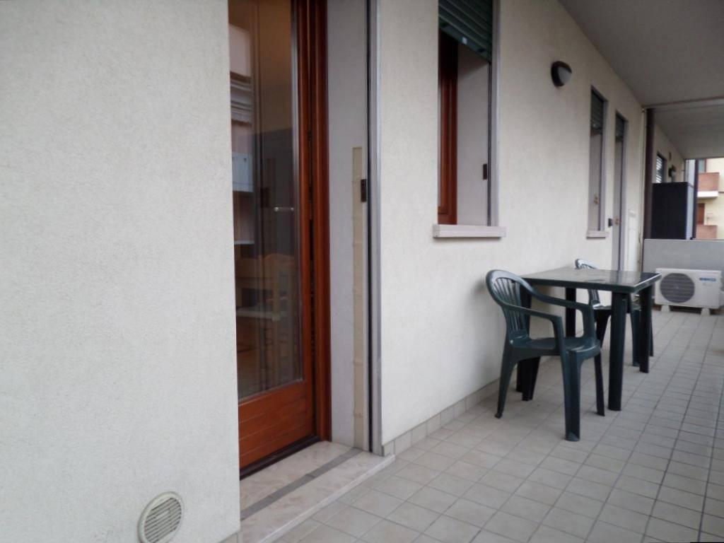 Appartamento in ottime condizioni arredato in affitto Rif. 9288312