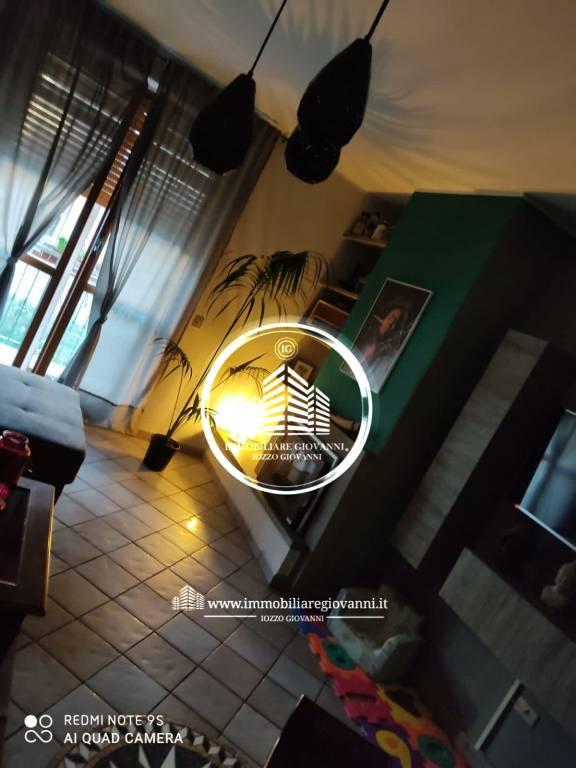 Appartamento in buone condizioni in affitto Rif. 7631322