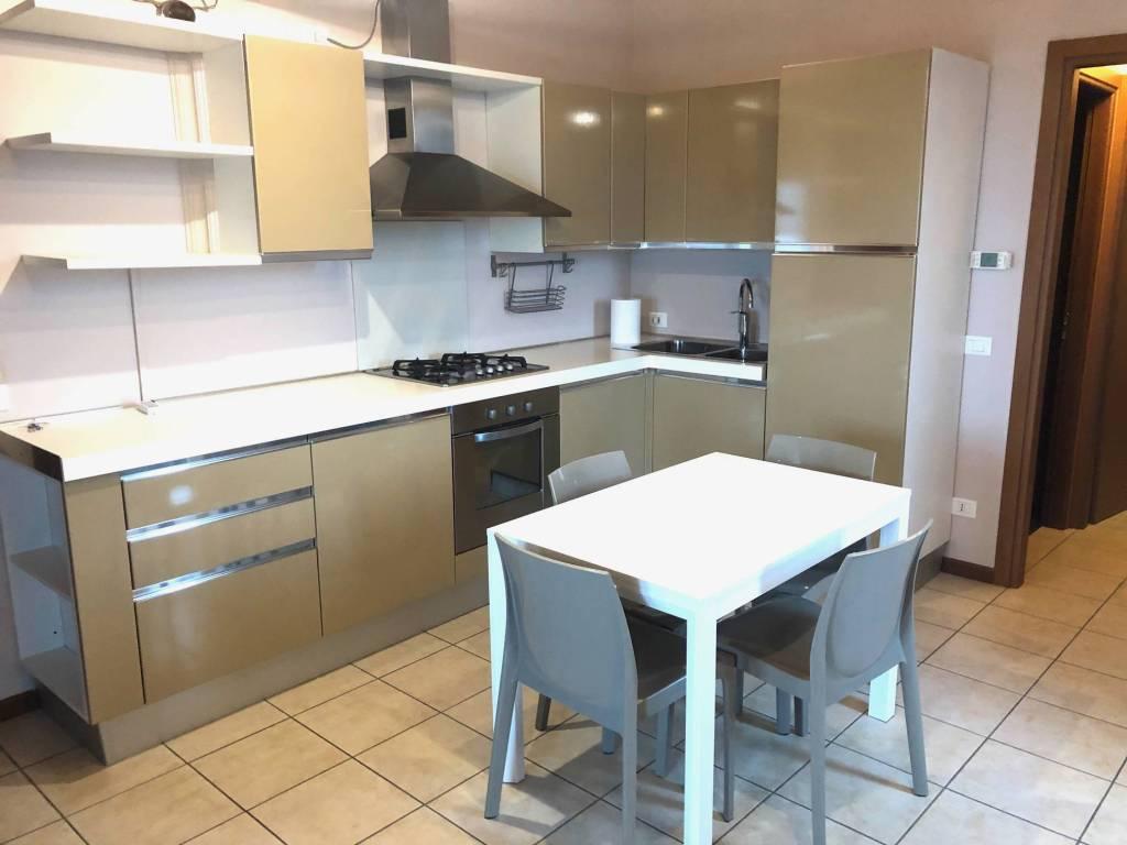 Appartamento in affitto a Lonato, 2 locali, prezzo € 650 | CambioCasa.it