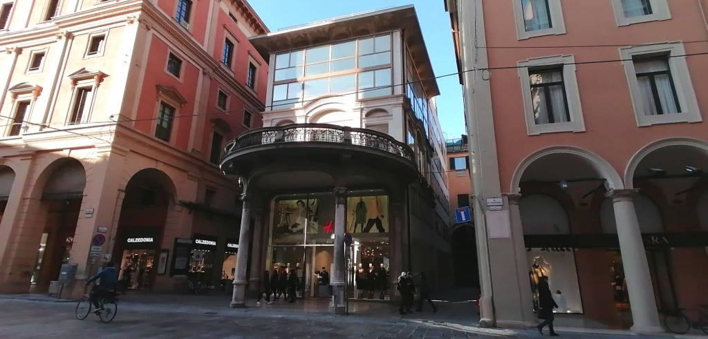Ufficio-studio in Affitto a Bologna Centro: 2 locali, 261 mq