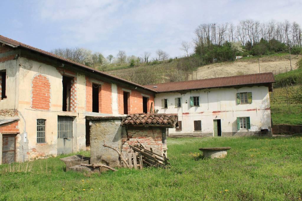 Rustico / Casale in vendita a Rocca Grimalda, 6 locali, prezzo € 300.000 | CambioCasa.it
