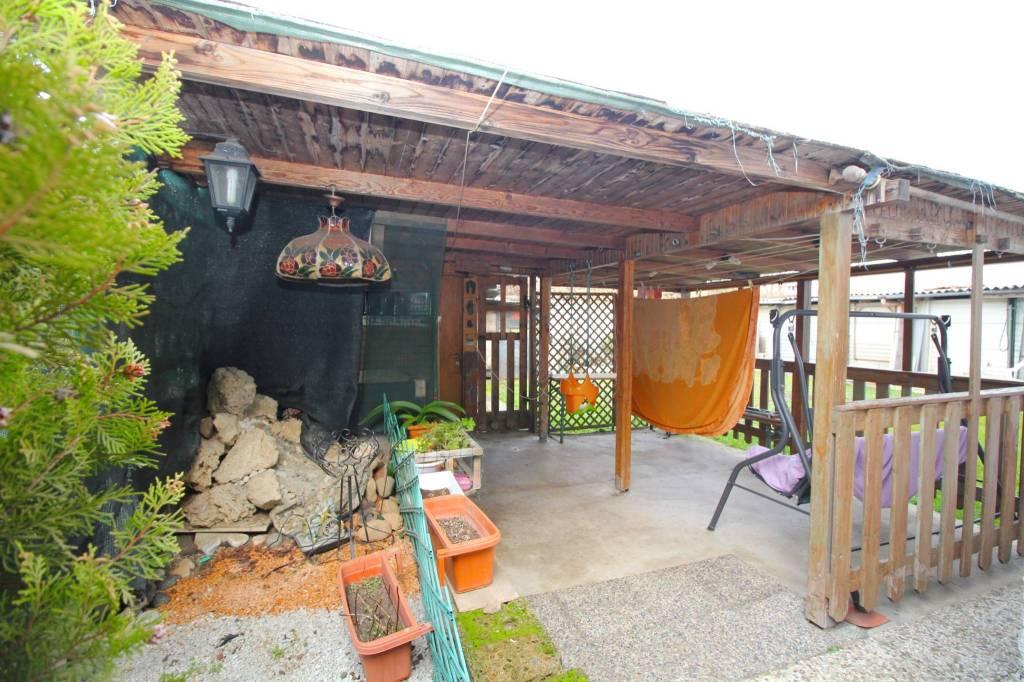 Villa in vendita a Rescaldina, 8 locali, prezzo € 215.000 | PortaleAgenzieImmobiliari.it