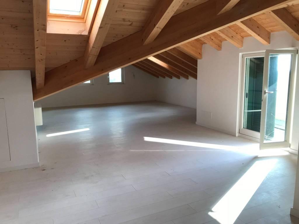 Appartamento in vendita a Ornago, 5 locali, prezzo € 399.000 | PortaleAgenzieImmobiliari.it