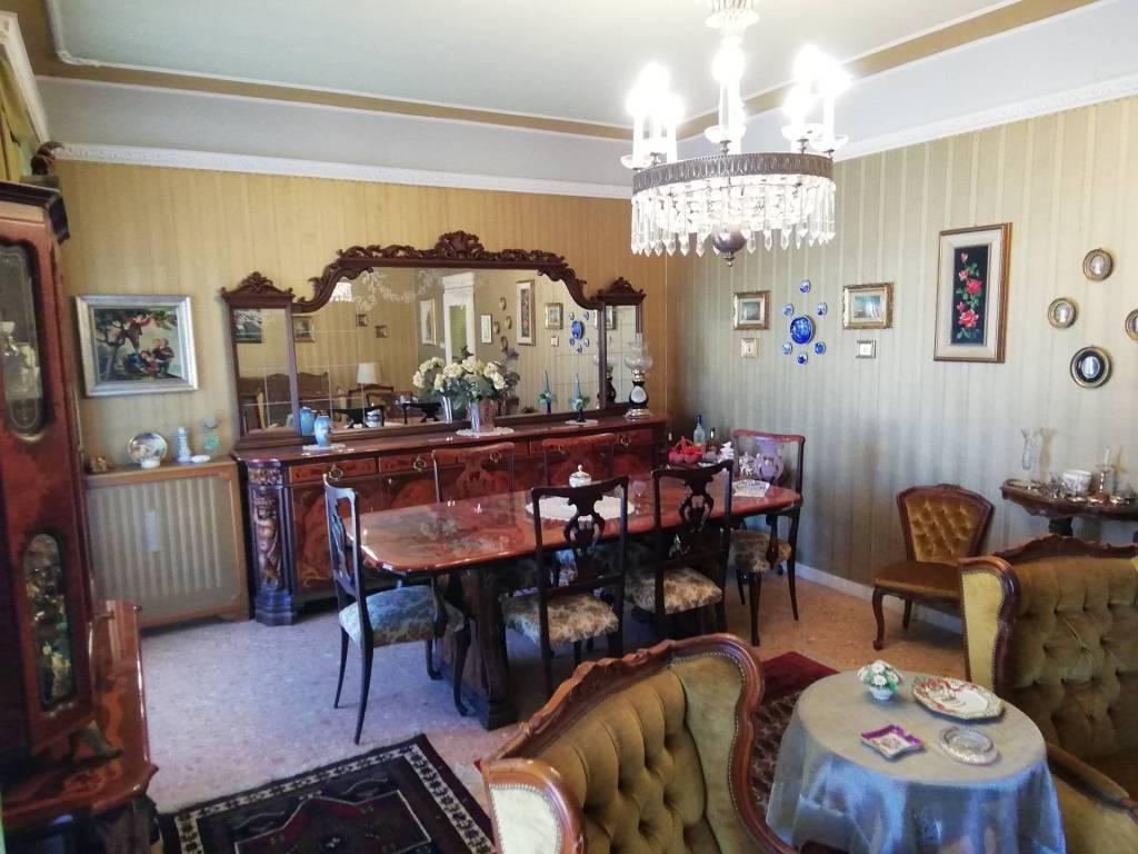 Appartamento in vendita a Caltagirone, 6 locali, prezzo € 129.000 | CambioCasa.it