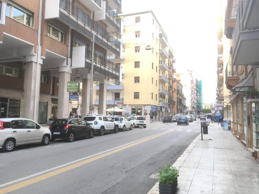 Appartamento in Affitto a Palermo Semicentro: 4 locali, 140 mq