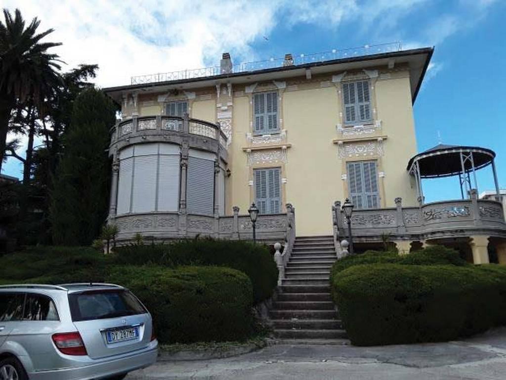 Villa in vendita a Savona, 12 locali, prezzo € 840.000 | PortaleAgenzieImmobiliari.it