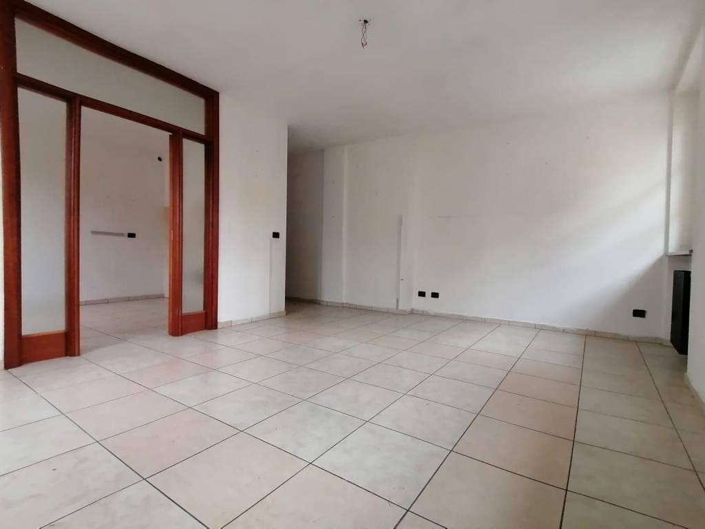 Appartamento in affitto a Barge, 3 locali, prezzo € 350 | CambioCasa.it