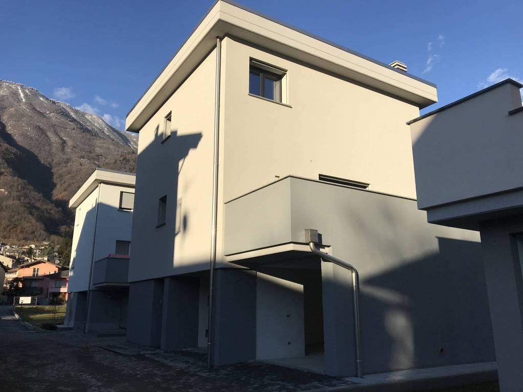 Villa in Vendita a Ardenno