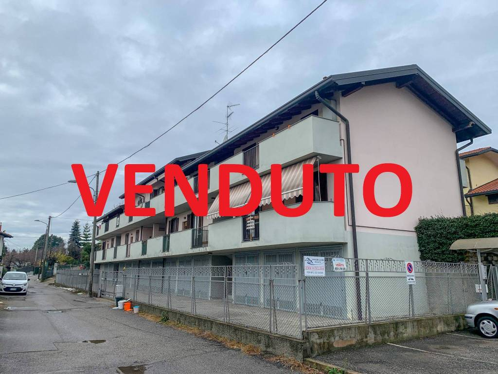 Appartamento in vendita a Casorate Sempione, 3 locali, prezzo € 145.000 | CambioCasa.it