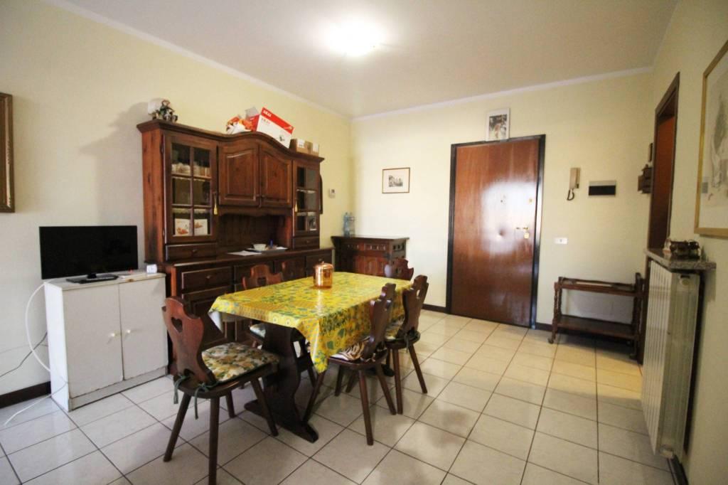 Appartamento in buone condizioni arredato in affitto Rif. 8973633