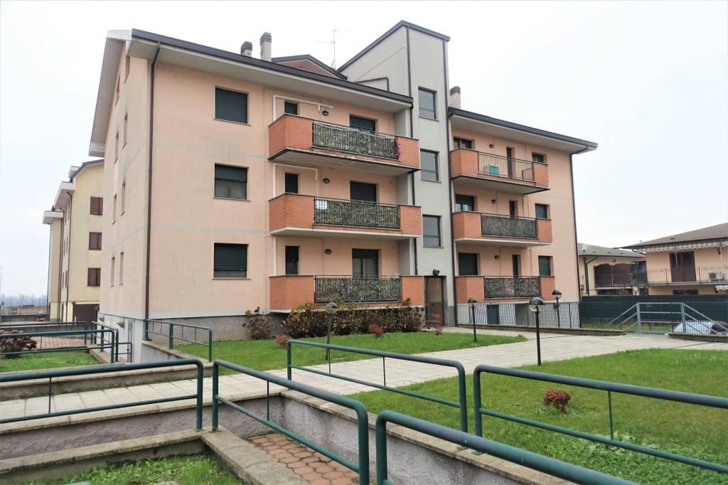 Appartamento in vendita a Landriano, 3 locali, prezzo € 140.000   CambioCasa.it