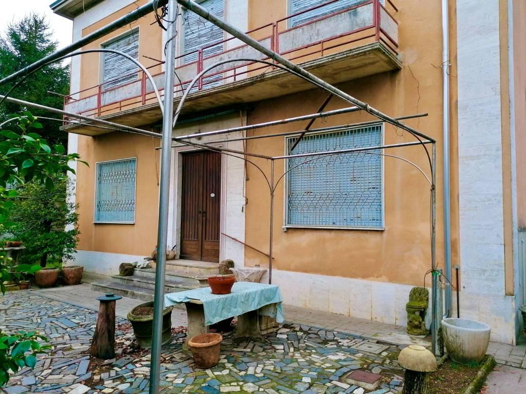 Villa in vendita a Vanzaghello, 8 locali, prezzo € 360.000 | PortaleAgenzieImmobiliari.it