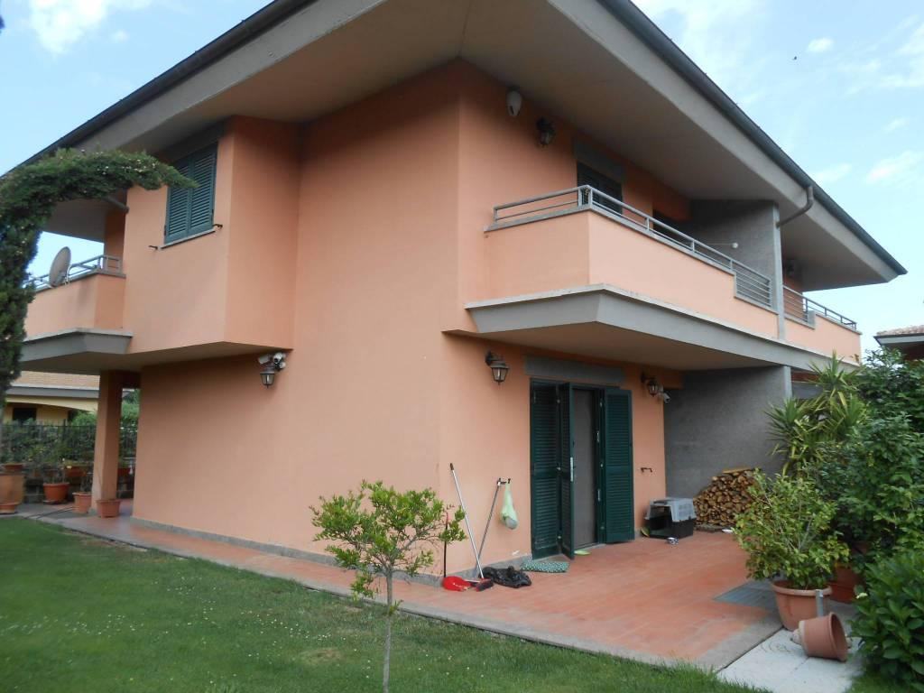Villa in vendita a Monterosi, 5 locali, prezzo € 190.000 | CambioCasa.it