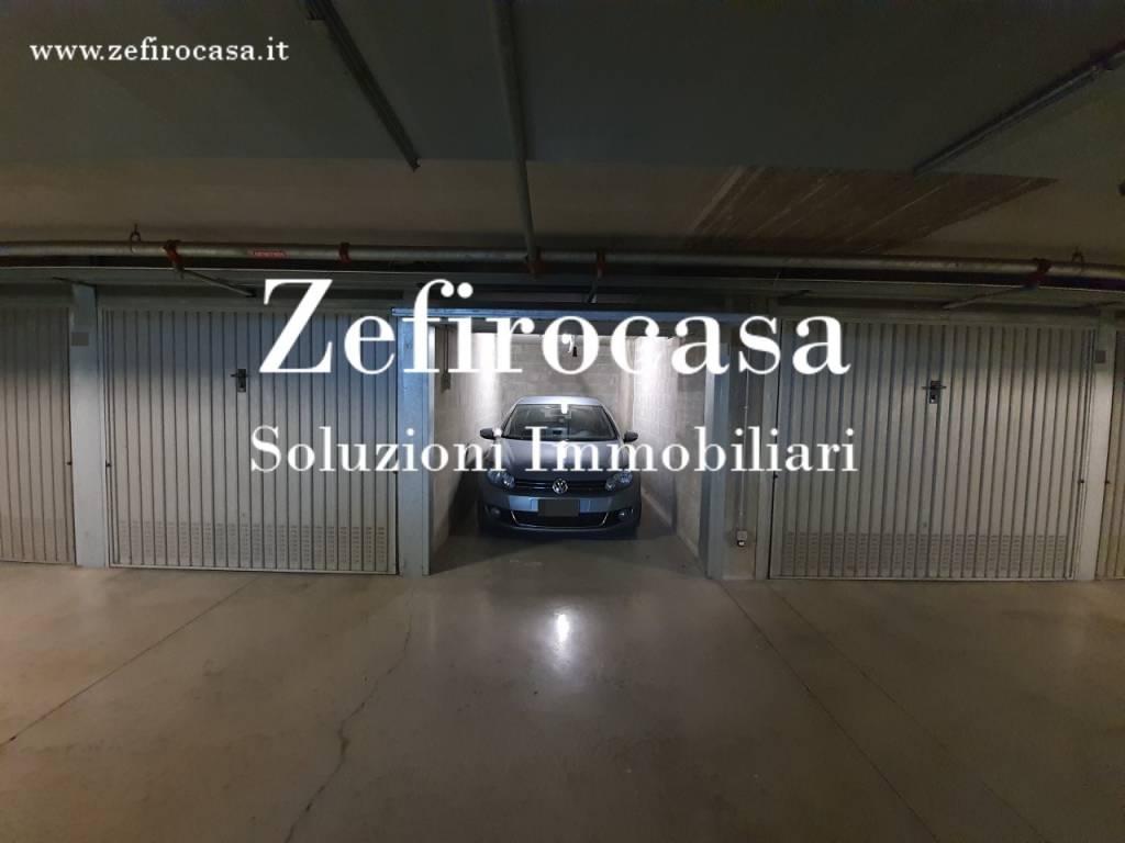 Posto-box auto in Affitto a Bologna Semicentro Est: 14 mq