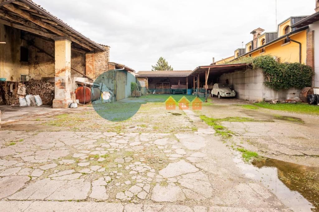 Rustico / Casale in vendita a Calvisano, 9 locali, prezzo € 100.000   PortaleAgenzieImmobiliari.it