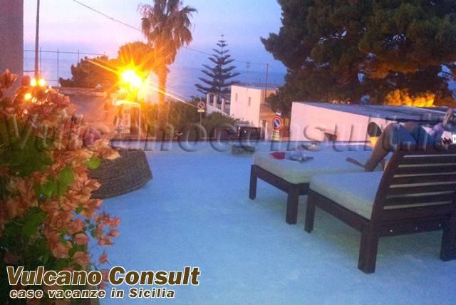 Appartamento in vendita a Malfa, 2 locali, prezzo € 228.000 | CambioCasa.it