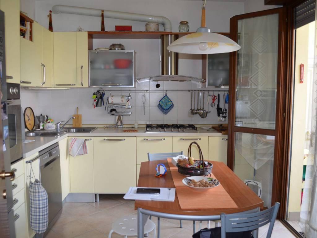 Appartamento in vendita a Mediglia, 4 locali, prezzo € 198.000 | CambioCasa.it