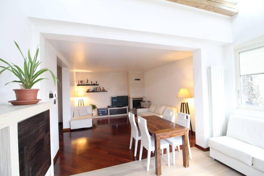 Villa in Vendita a Lacchiarella