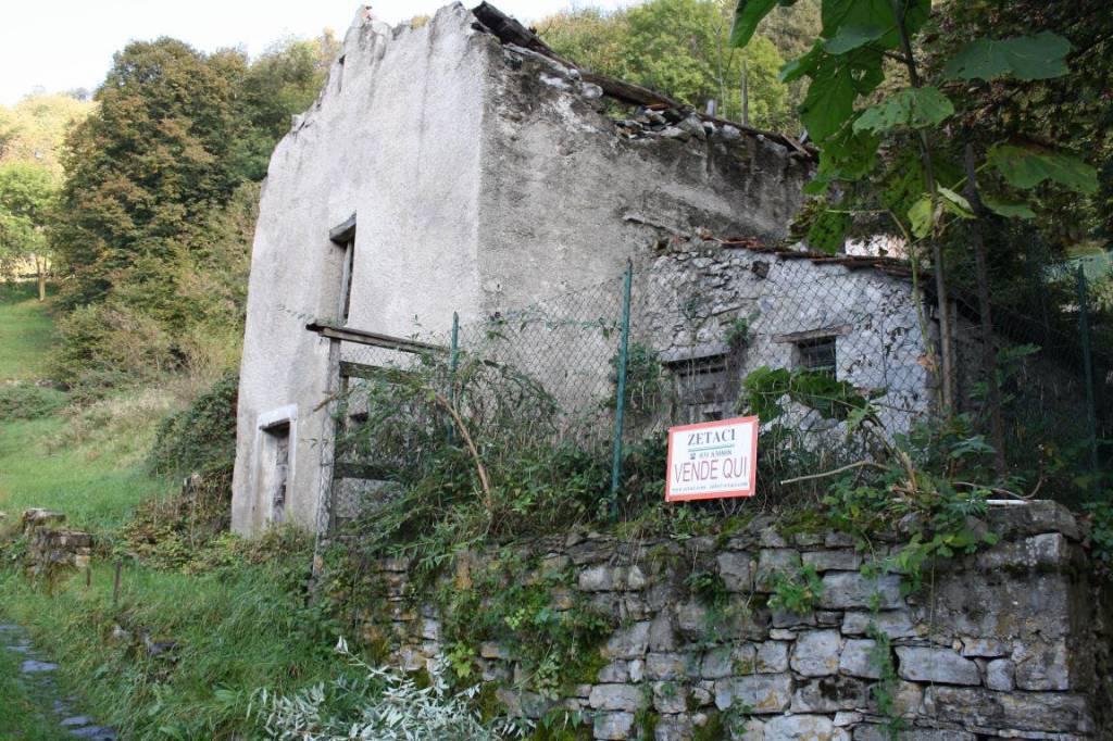 Rustico / Casale in vendita a Schignano, 9999 locali, prezzo € 27.000 | PortaleAgenzieImmobiliari.it