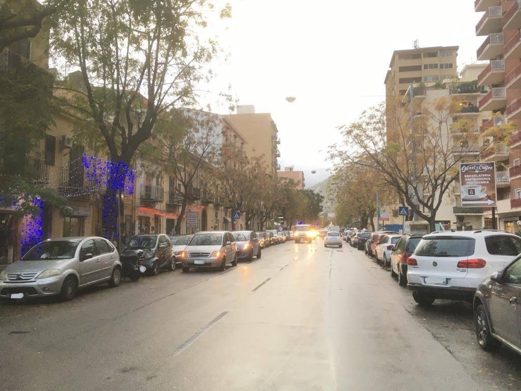 Appartamento in Vendita a Palermo Semicentro: 3 locali, 125 mq