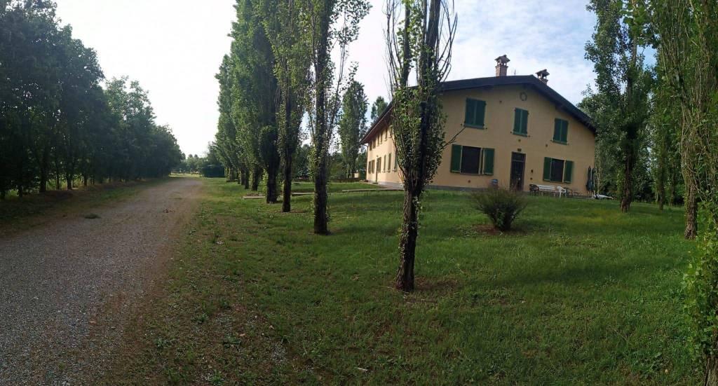 A San Donato Milanese Rustico / Casale  in Vendita
