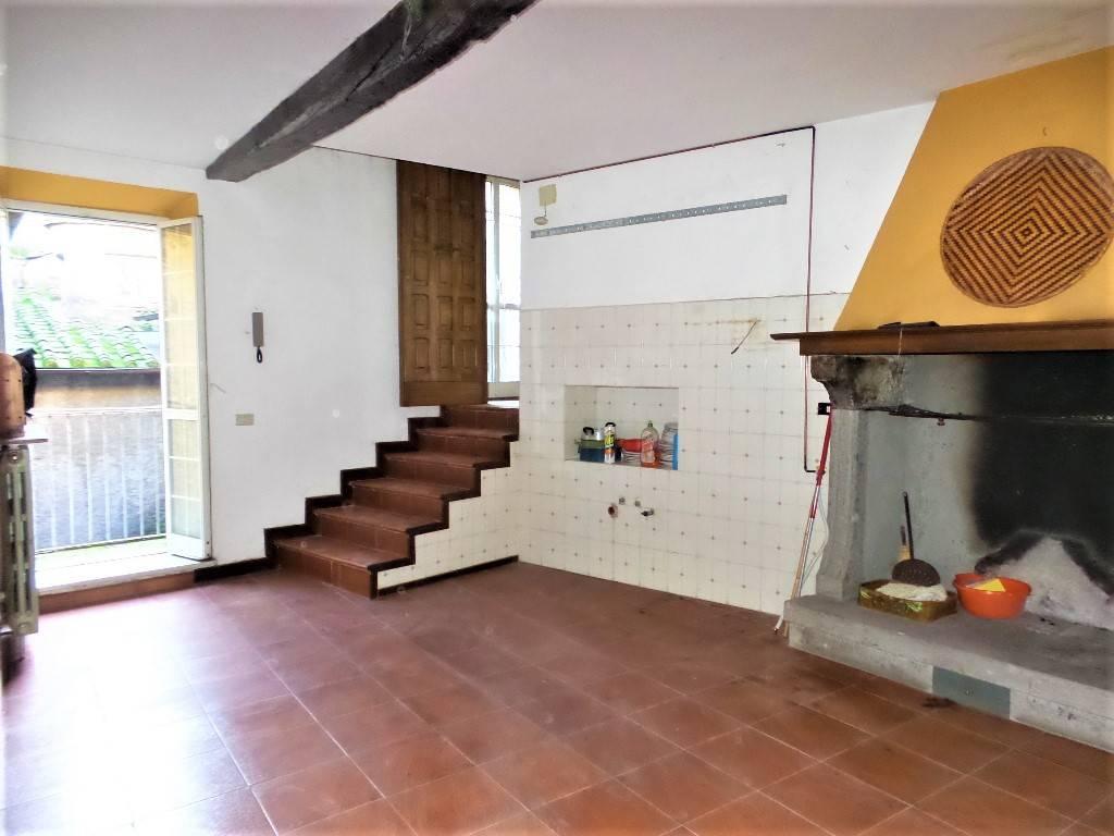 Appartamento in vendita a Caprarola, 3 locali, prezzo € 23.000 | CambioCasa.it