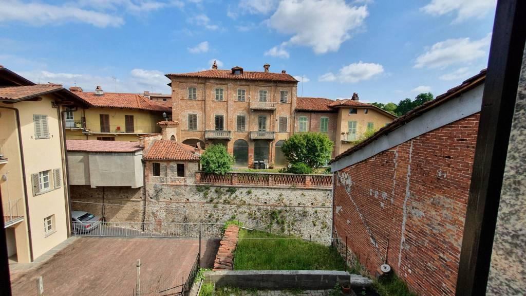 Appartamento in buone condizioni arredato in vendita Rif. 5971761