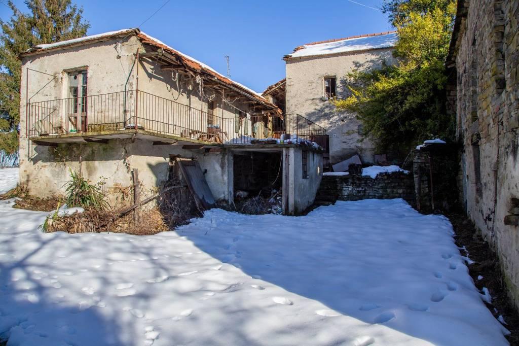 Rustico / Casale in vendita a Cortemilia, 12 locali, prezzo € 70.000 | PortaleAgenzieImmobiliari.it