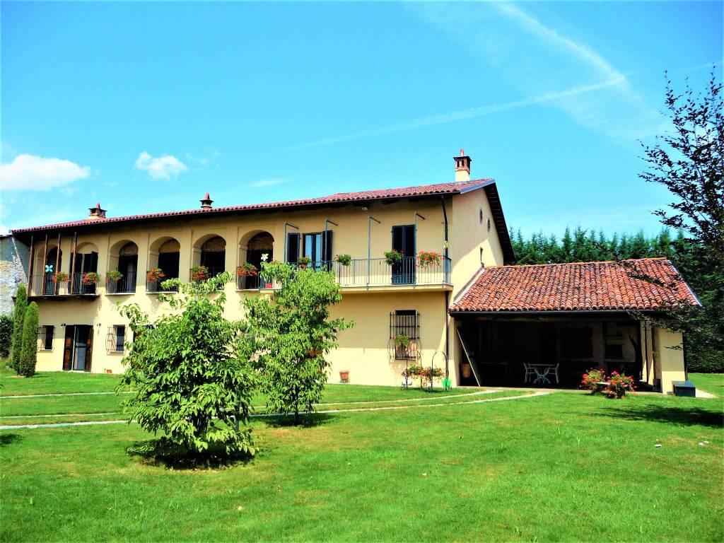 Rustico / Casale in vendita a Cavour, 10 locali, prezzo € 349.000 | PortaleAgenzieImmobiliari.it